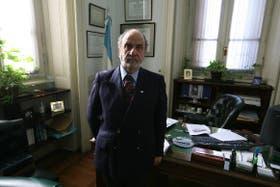 Recondo, en su despacho de juezen lo civil y comercial, durante la entrevista con LA NACION