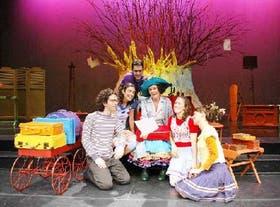 Los actores de La Galera Encantada en la obra que evoca las creaciones de María Elena Walsh