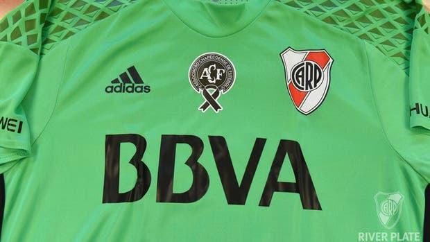 River utilizó una camiseta adidas verde para homenajear a las víctimas del Chapecoense