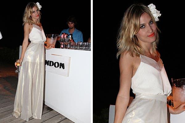 Con un vestido largo con transparencias, Cintia Grrido también estuvo en la fiesta de Chandon. ¿Qué te parece el peinado?. Foto: Feedback PR