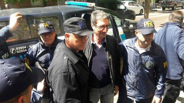 Procesaron al profesor pampeano que agredió a huevazos al auto de Macri