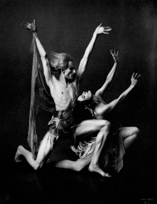 La bailarina rusa Ana Pavlova y su compañero Hubert Stowitts, retratados por Frans van Riel durante su visita a Buenos Aires en 1919