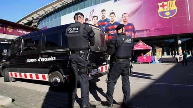 Máxima seguridad en el Camp Nou para el debut de Barcelona