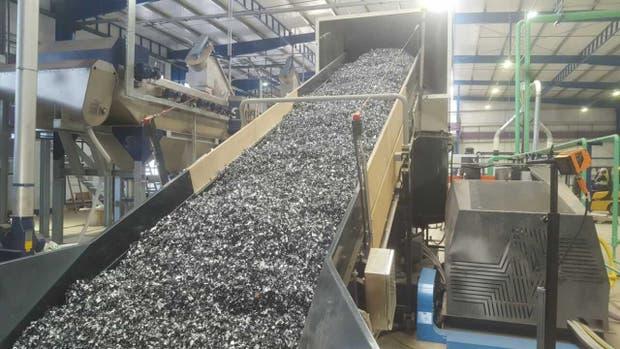 Interior de la planta de recuperación de residuos plásticos de ACA