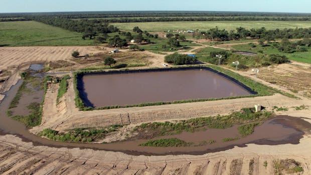 Una de las represas que sirven para almacenar el agua que llega de las áreas de captación