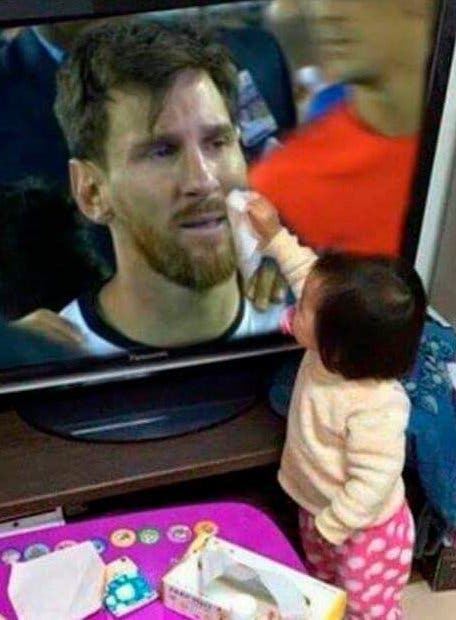 Niños lloran por renuncia de Messi, piden que no se vaya