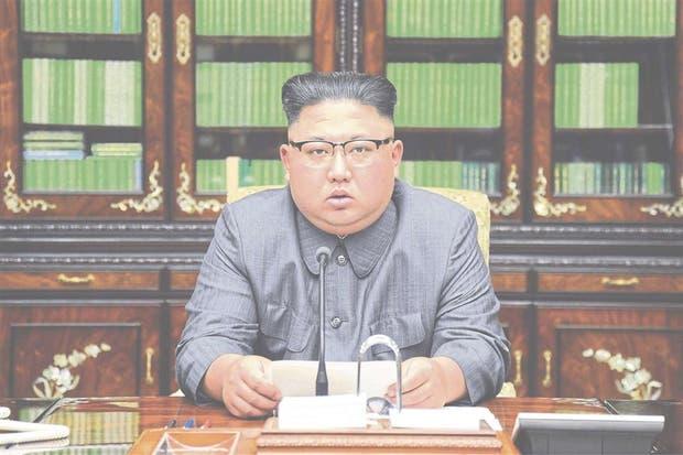 Al transmitir la respuesta a Trump, la TV norcoreana mostró ayer una imagen de Kim en su oficina de Pyongyang