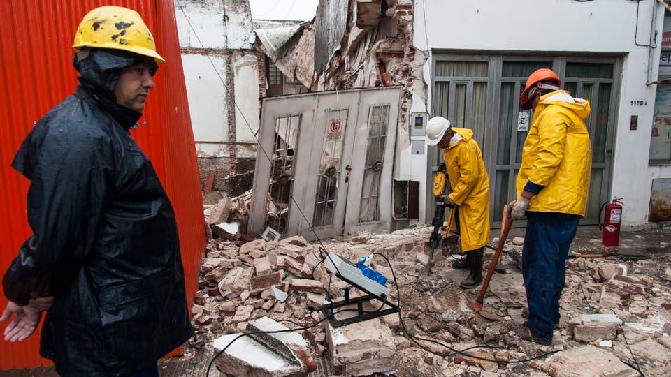 Por el temporal se derrumbaron dos casas linderas a un edificio en construcción. Foto: LA NACION / Marcelo Manera