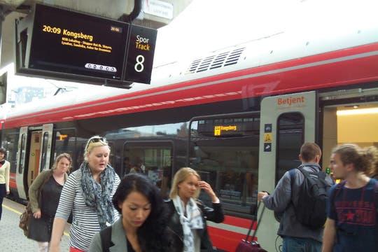 Servicio de trenes en la Estación Central de Oslo. Foto: LA NACION / Juan Pablo De Santis