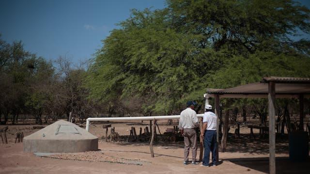 Sus pobladores construyen cisternas para evitar tener que caminar kilómetros en su búsqueda