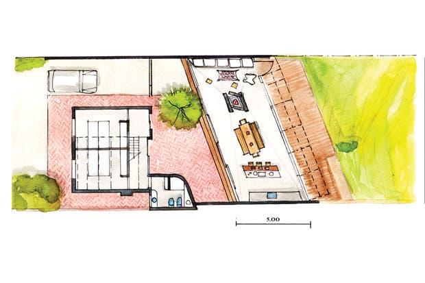 El nuevo volumen, que se conecta con el anterior a través de un patio de ladrillos, contiene cocina abierta, comedor y living alineados frente a un deck de madera abierto al lago.  /Mike Mercau