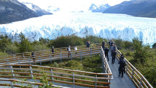 Una 1500 personas visitan el glaciar a diario