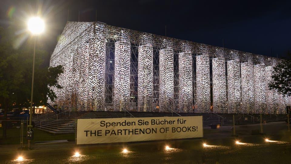 Cada uno de los casi cien mil libros que harán de ladrillos en esos virtuales muros milenarios integró, o integra, elencos de títulos prohibidos en algún lugar del mundo y en algún momento de la historia. Foto: DPA / Uwe Zucchi