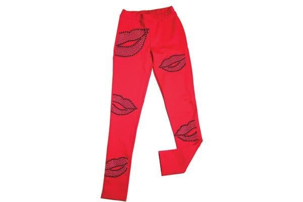 Pantalones con apliques de besos (Jazmin Chebar, $1250).