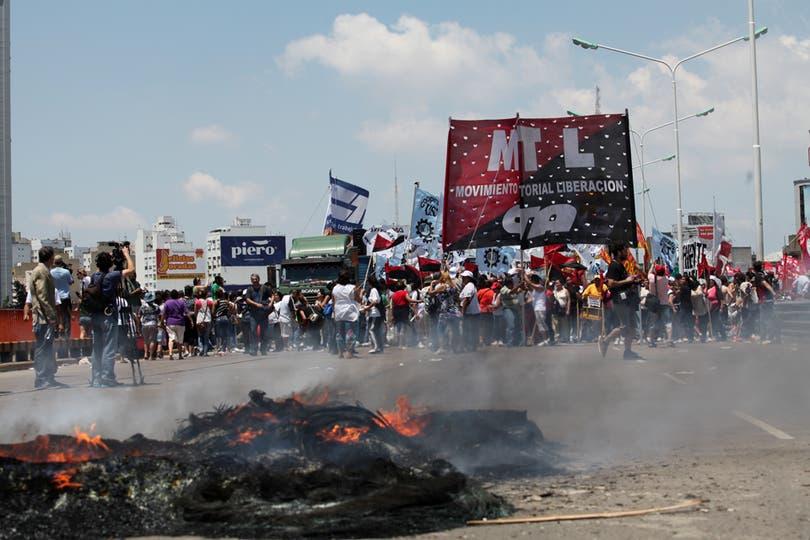Corte en el puente Pueyrredón. Foto: LA NACION / Ezequiel Muñoz