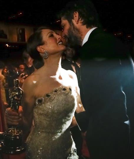 La oscarizada Julianne Moore celebra con su marido, Bart Freundlich. Foto: Agencias