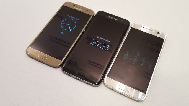 Los tres colores del Galaxy S7 (dorado, negro y blanco) en sus dos versiones (normal y Edge)