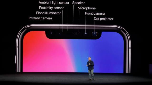 El único lugar del frente del iPhone X que no tiene pantalla