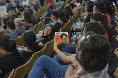 Una sala repleta de admiradores, aplaudió al gran Quino durante la entrega de la distinción.