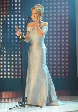 Soledad Silveyra eligió un vestido de diseño sencillo, pero muy sentador. El cabello recogido, gran acierto.. Foto: DyN