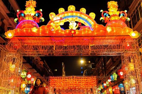 En Shangai se perendiero miles de lámparas para los festejos. Foto: AFP