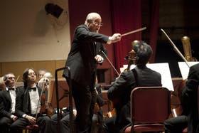 Gran noche, con la acertada dirección de Pedro Ignacio Calderón y el violín de Luis Roggero