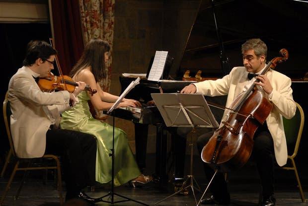 El Opus Trío, integrado por Varela Montero (violín), Peluso (piano) y Todorov (chelo)
