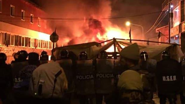 Incidentes durante el desalojo de la protesta de docentes y estatales