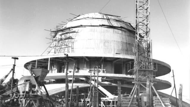 El planetario en plena etapa de construcción, en 1964