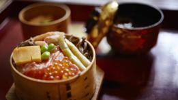 Los platos son preparados por chefs de alta categoría.