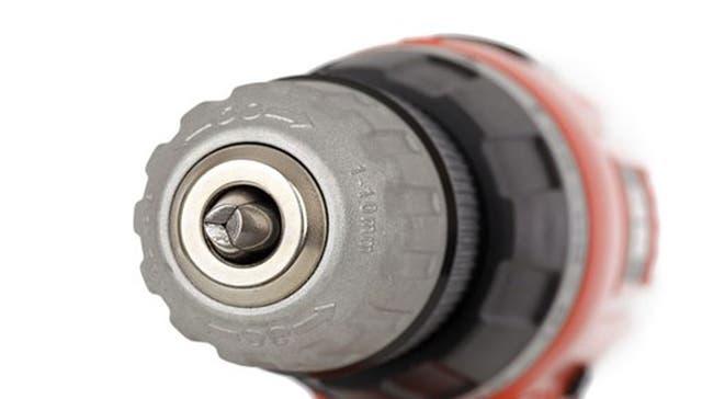 El mandril es la pieza fundamental del taladro, allí se introduce la broca (mecha) que se usará para perforar.