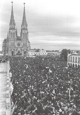 En su vista a la Argentina, el Papa celebró una misa en Luján ante una multitud