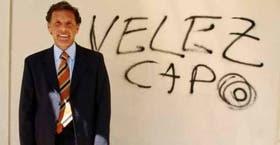 No, Russo no escribió el graffito que halaga a su equipo: ya estaba en una pared de San Telmo; el DT confía en el campeón