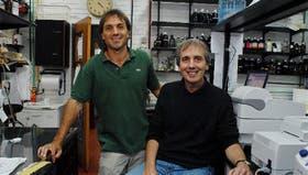 Manuel de la Mata, de pie, y Alberto Kornblihtt