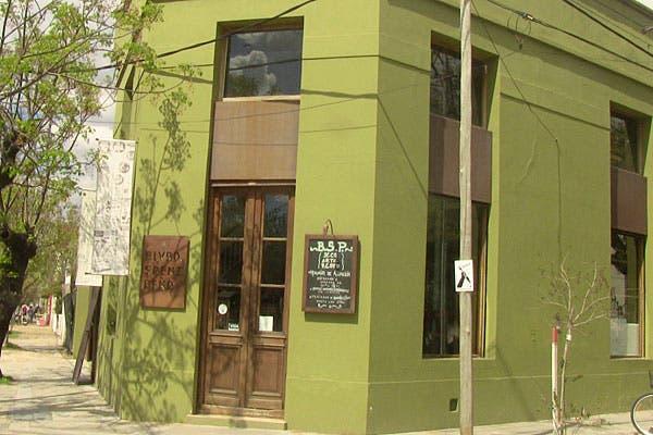El restaurante, en una esquina del boulevard. Foto: Cecilia Wall