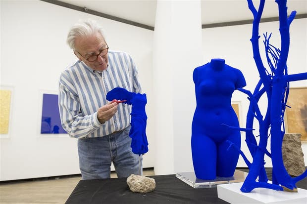 Daniel Moquay, curador de la muestra y responsable del Archivo Klein en París, prepara la exposición en La Boca