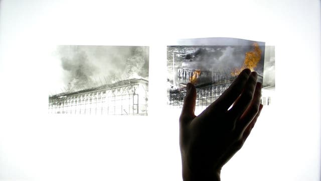 Van al espacio que su mirada abraza: video de la artista ecuatoriana Estefanía Peñafiel Lozaiza