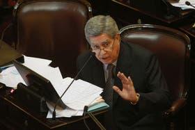 El senador Marcelo Fuentes en una sesión del Senado