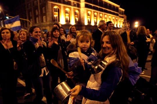 Mar del Plata. Miles de personas se agruparon en los principales centros demográficos para manifestarte contra el Gobierno. Foto: LA NACION / Mauro V. Rizzi