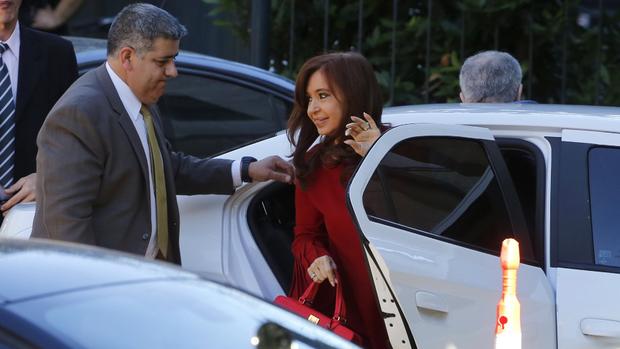 Cristina Kirchner, al llegar ayer a Comodoro Py para una nueva indagatoria