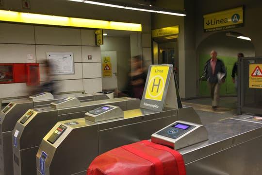 La línea H sin servicio entre las 8 y las 11 de la mañana. Foto: LA NACION / Ezequiel Muñoz