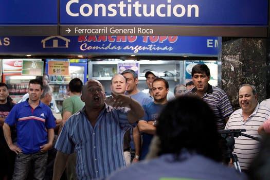 Algunos incidentes se produjeron en la estación Constitución entre los metrodelegados y los gremialistas de la UTA. Foto: LA NACION / Aníbal Greco