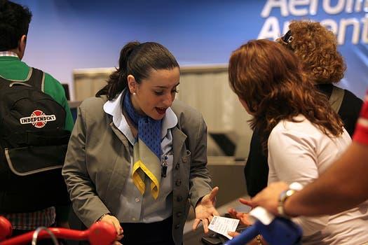 Por a una medida de fuerza de la Asociación de Personal Técnico Aeronáutico en Aeroparque fueron cancelados vuelos de Aerolíneas y Austral. Foto: LA NACION / Guadalupe Aizaga