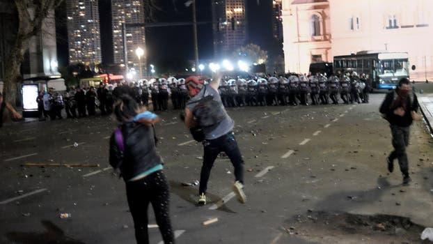 Incidentes y destrozos durante la marcha por Santiago Maldonado. Foto: LA NACION / Hernán Zenteno