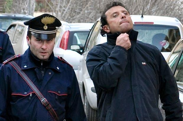 El capitán Francesco Schettino es napolitano y tiene 52 años