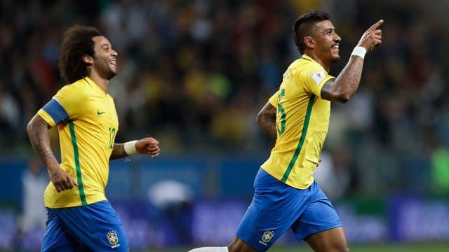Paulinho celebra su gol ante Ecuador