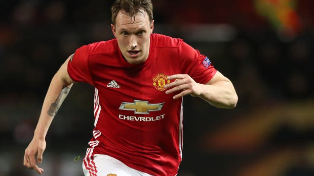 La UEFA sancionó a Phil Jones por insultos en control antidoping