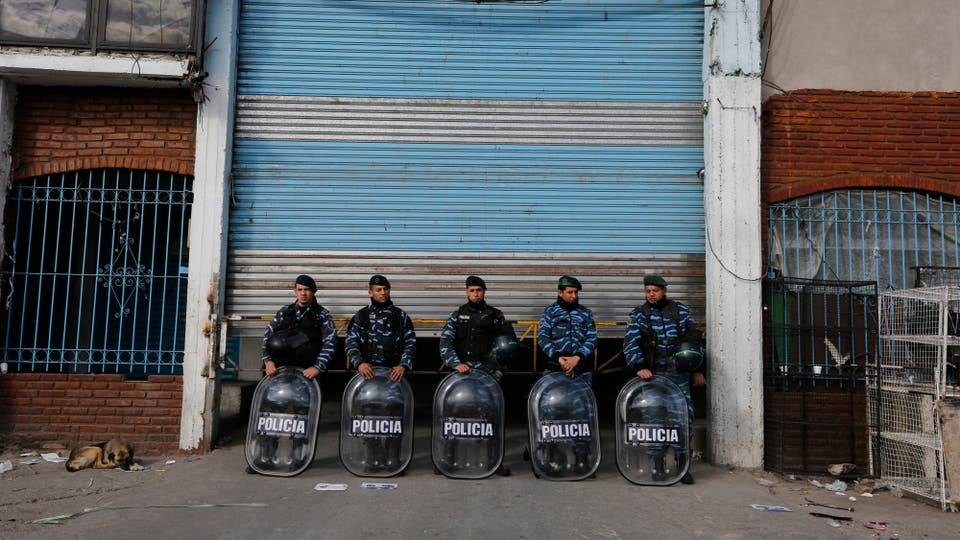 El operativo se extendió por toda la feria. Foto: LA NACION / Ricardo Pristupluk