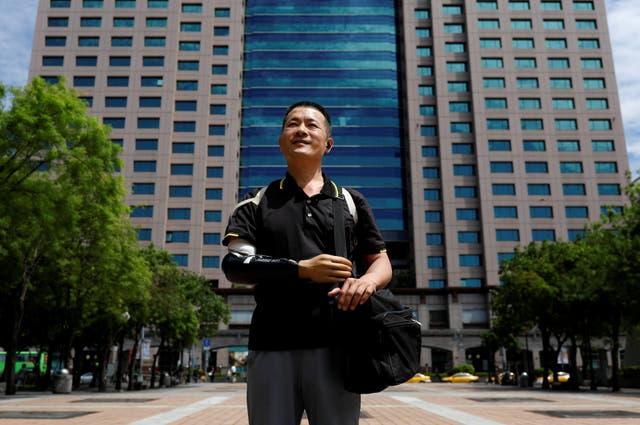 El ingeniero Chang Hsien-Liang, de 46 años, quien construyó su propio brazo utilizando la tecnología de impresión 3D