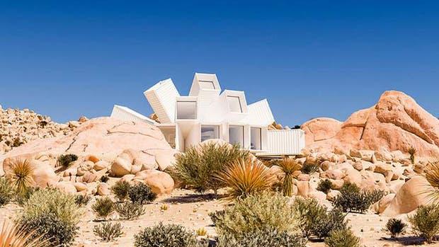 Una casa hecha de containers en forma de flor es la nueva joya arquitectónica de un londinense